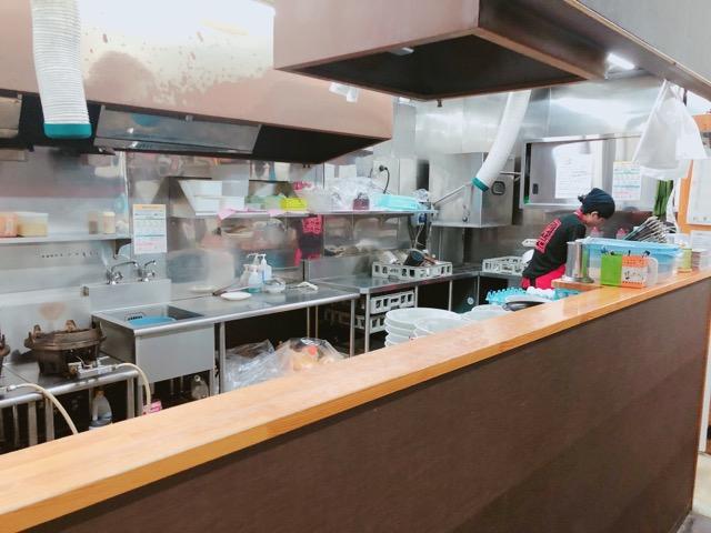 辛麺屋桝元花山手店の厨房