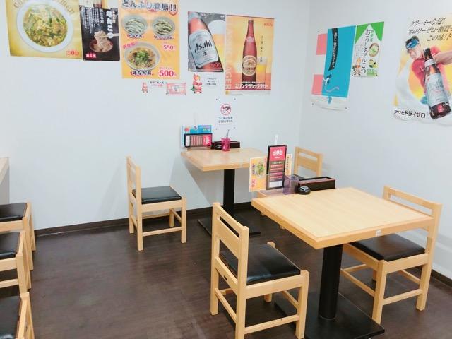 辛麺屋桝元花山手店のテーブル席