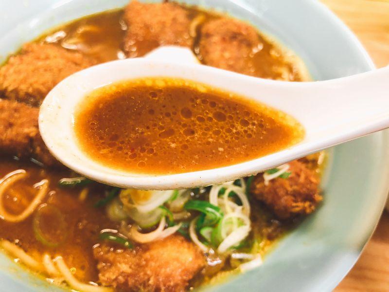 のり吉カツカレーラーメンのスープ