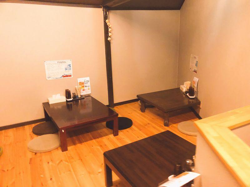 大塚辛麺 2階 テーブル席