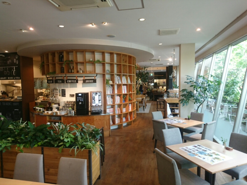 DINING LIBRARY WORK & FIKAの店内