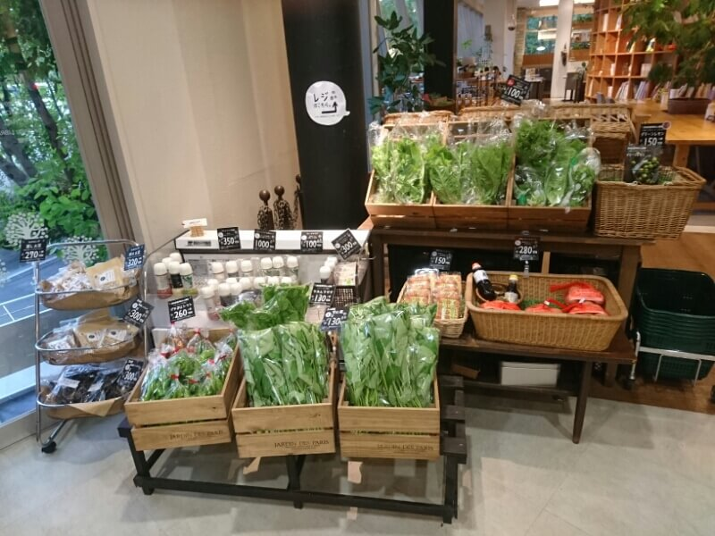 野菜・ドレッシングの販売コーナー