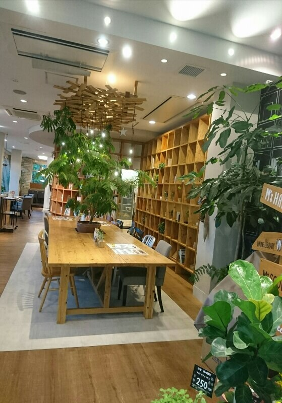 DINING LIBRARY WORK & FIKA 本棚
