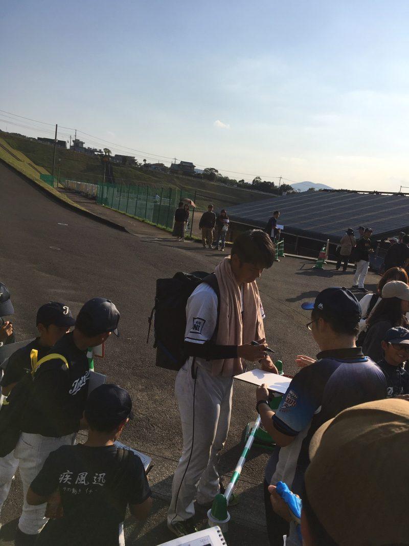 西武ライオンズ南郷秋季キャンプ サインをする渡邉勇太朗選手