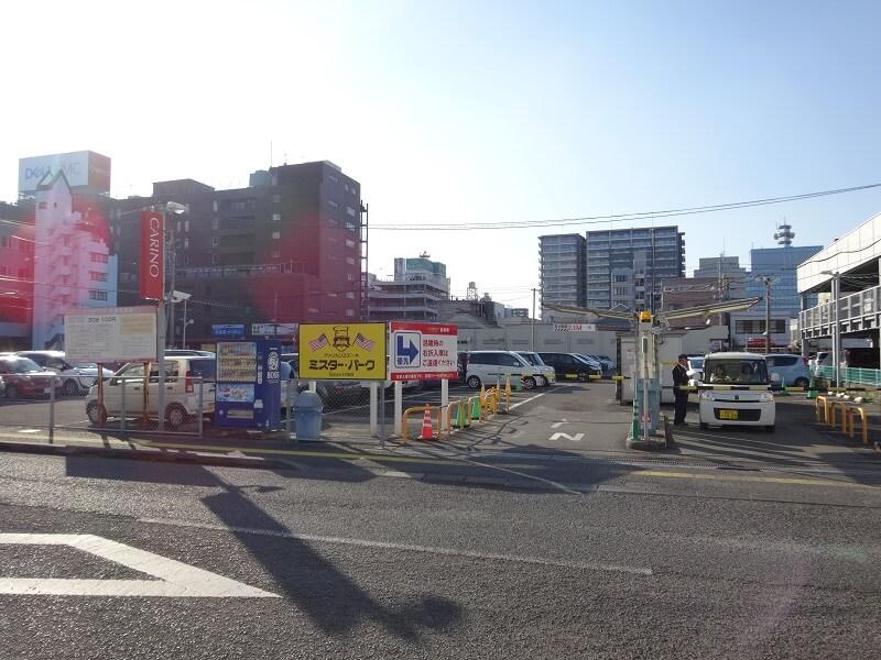 カリーノ宮崎平面駐車場出入口